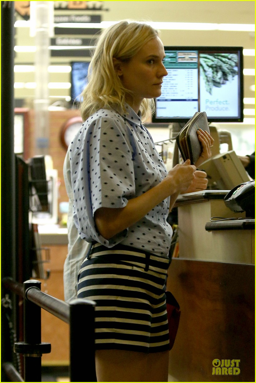 diane kruger mixes stripes polkadots for grocery run 04
