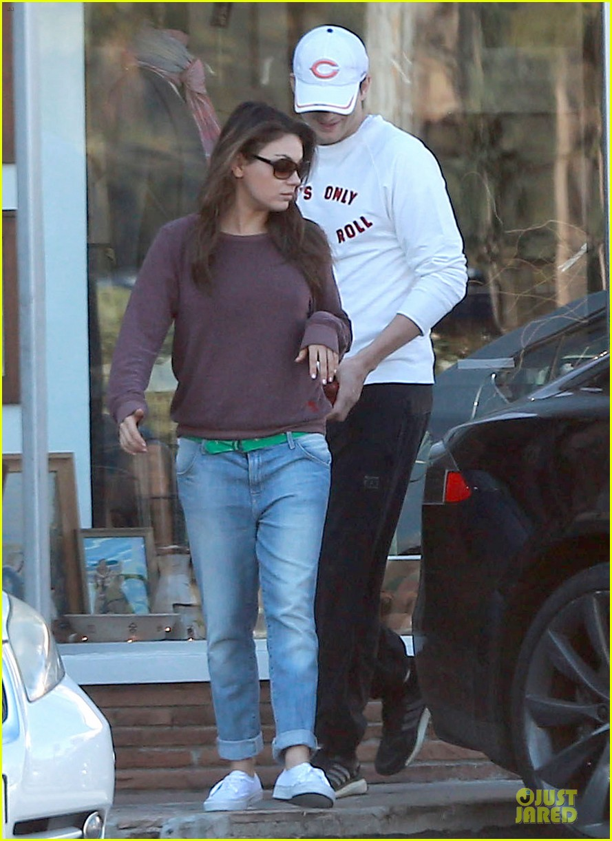 ashton kutcher mila kunis nail salon weekend pair 05