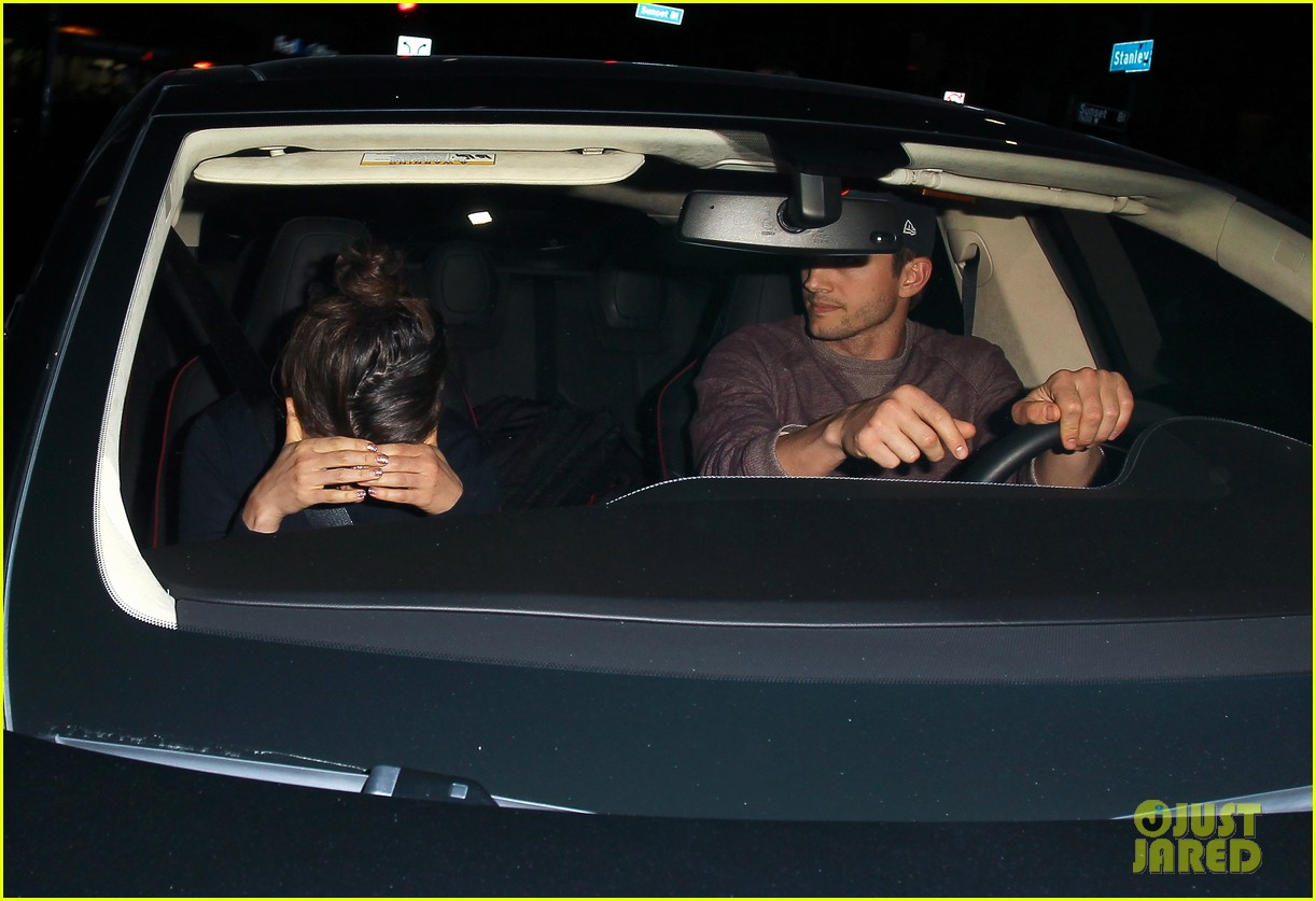 ashton kutcher tips valet after dinner with mila kunis 023037821