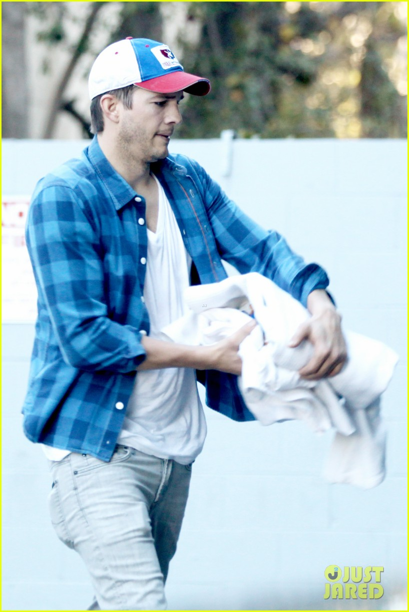 ashton kutcher invests in laundry app washio 023033444