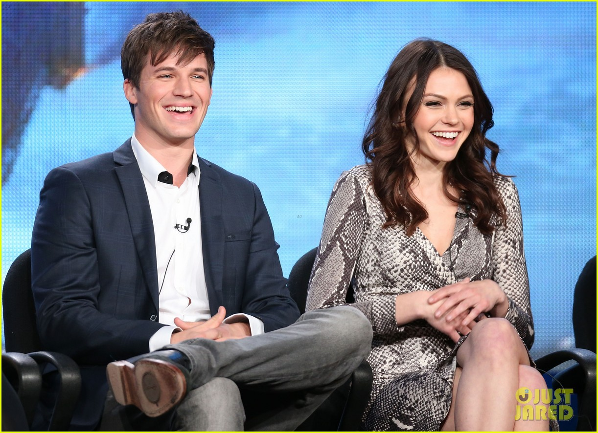 matt lanter aimee teegarden star crossed tca tour panel 09