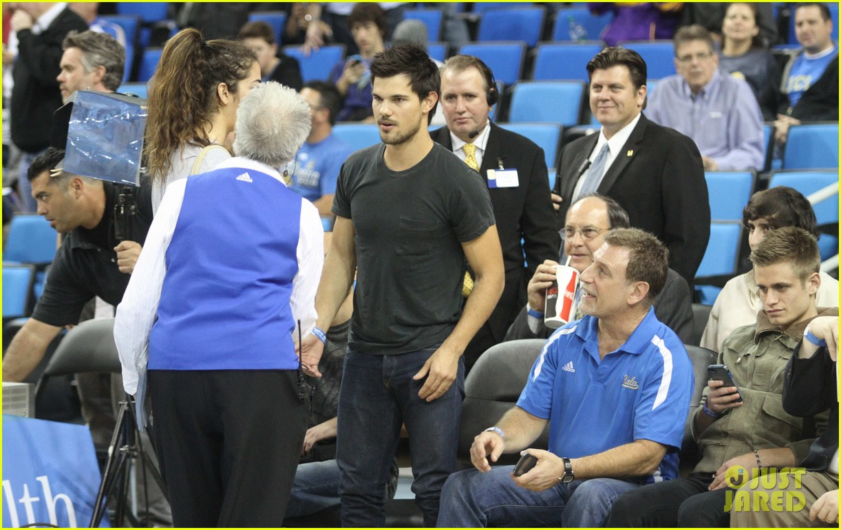 taylor lautner cheers on ucla at basketball game 12