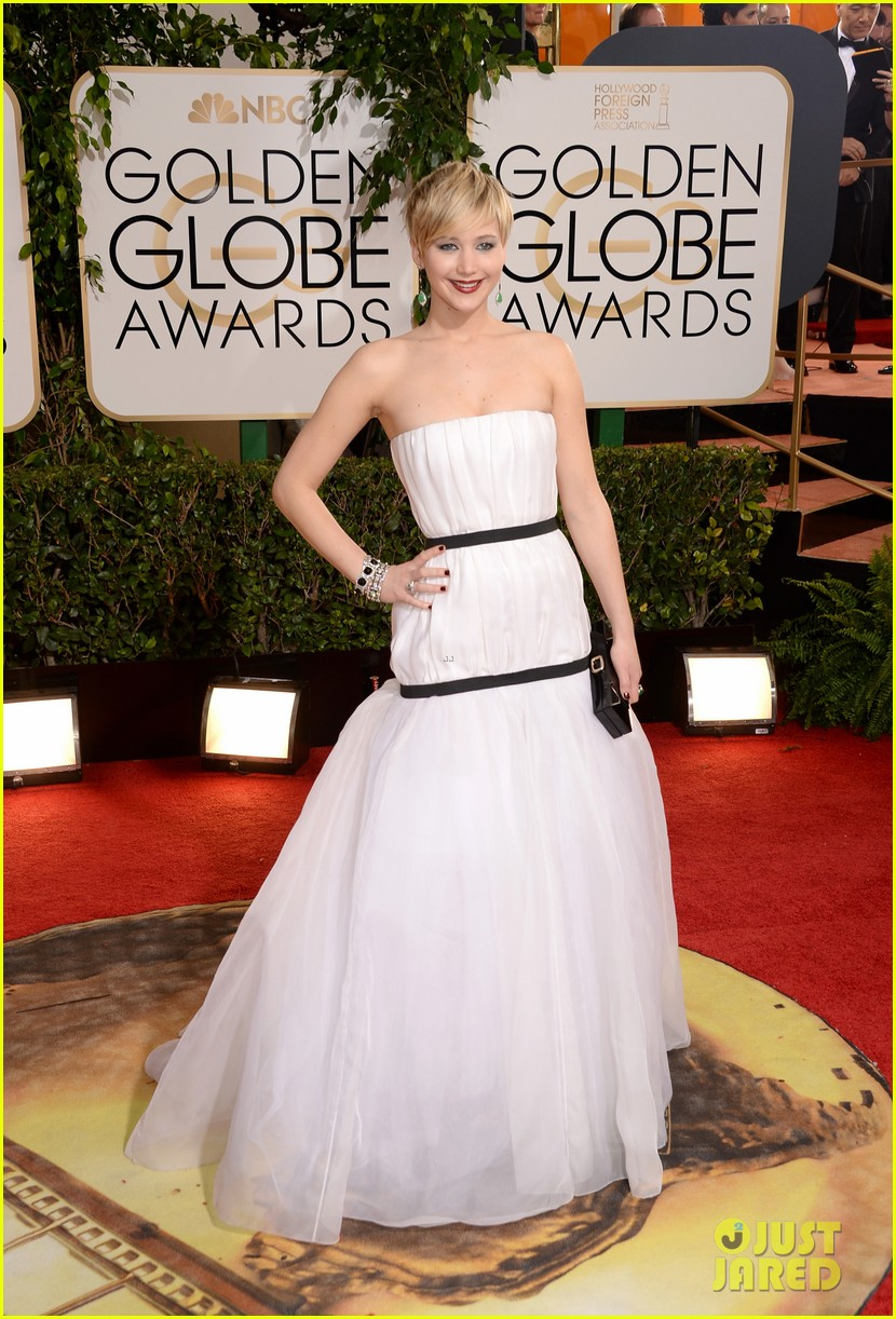 jennifer lawrence golden globes 2014 red carpet 01