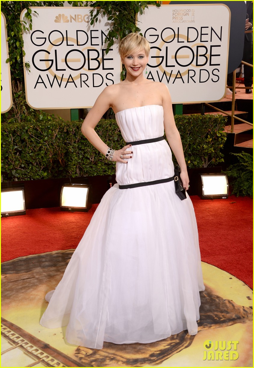 jennifer lawrence golden globes 2014 red carpet 09