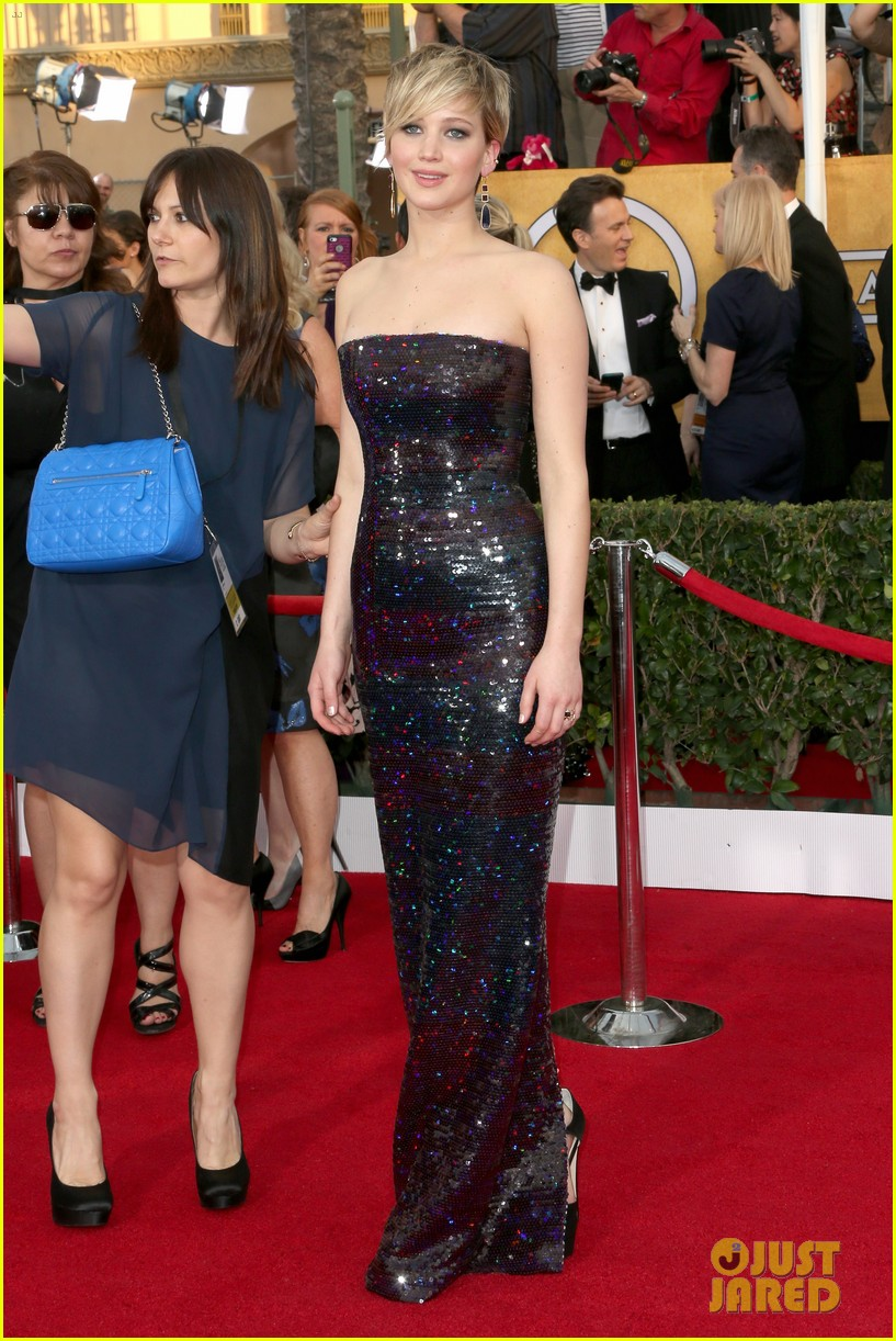 jennifer lawrence sag awards 2014 red carpet 12