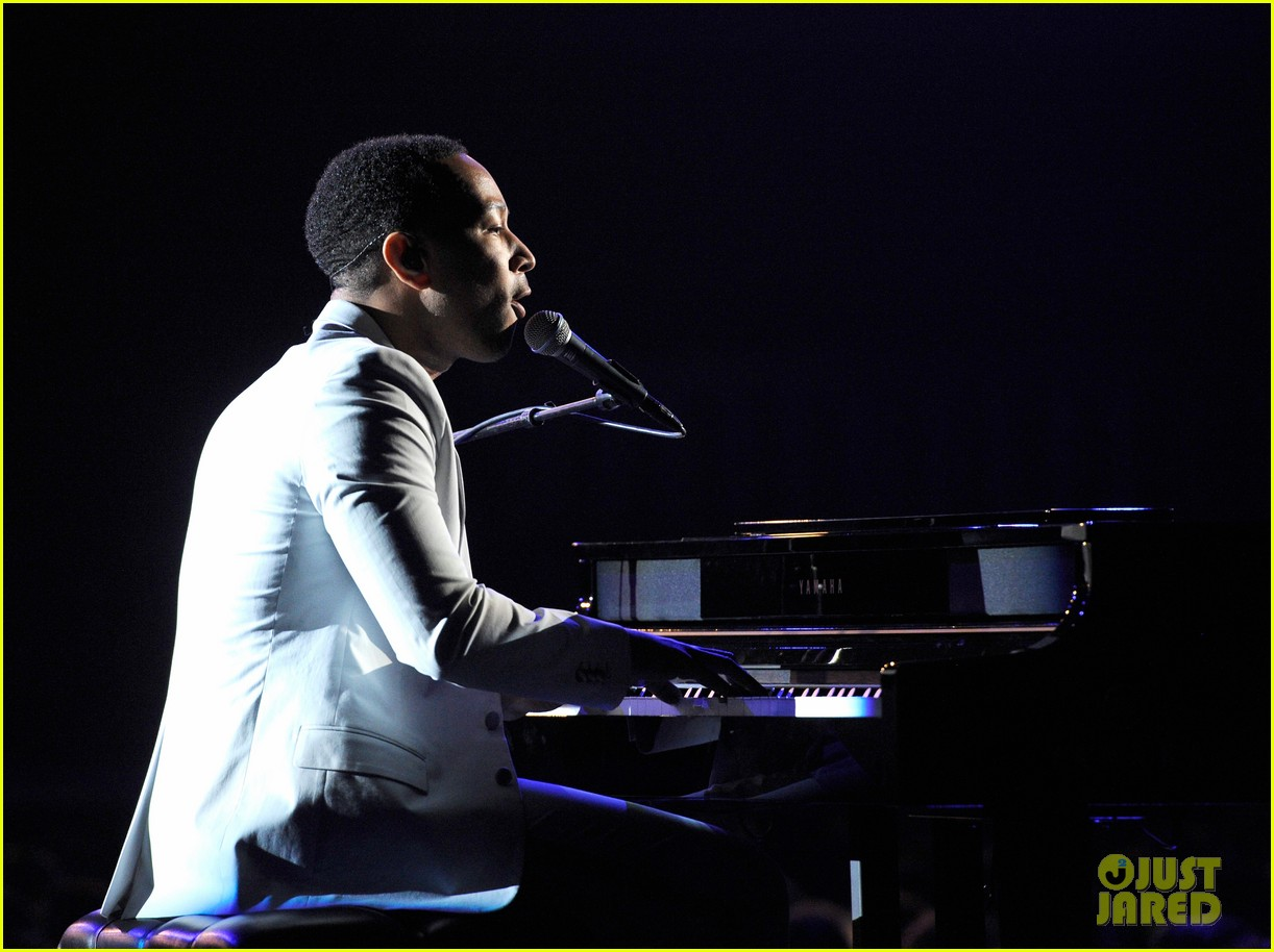 john legend performs all of me at grammys 2014 video 043041342