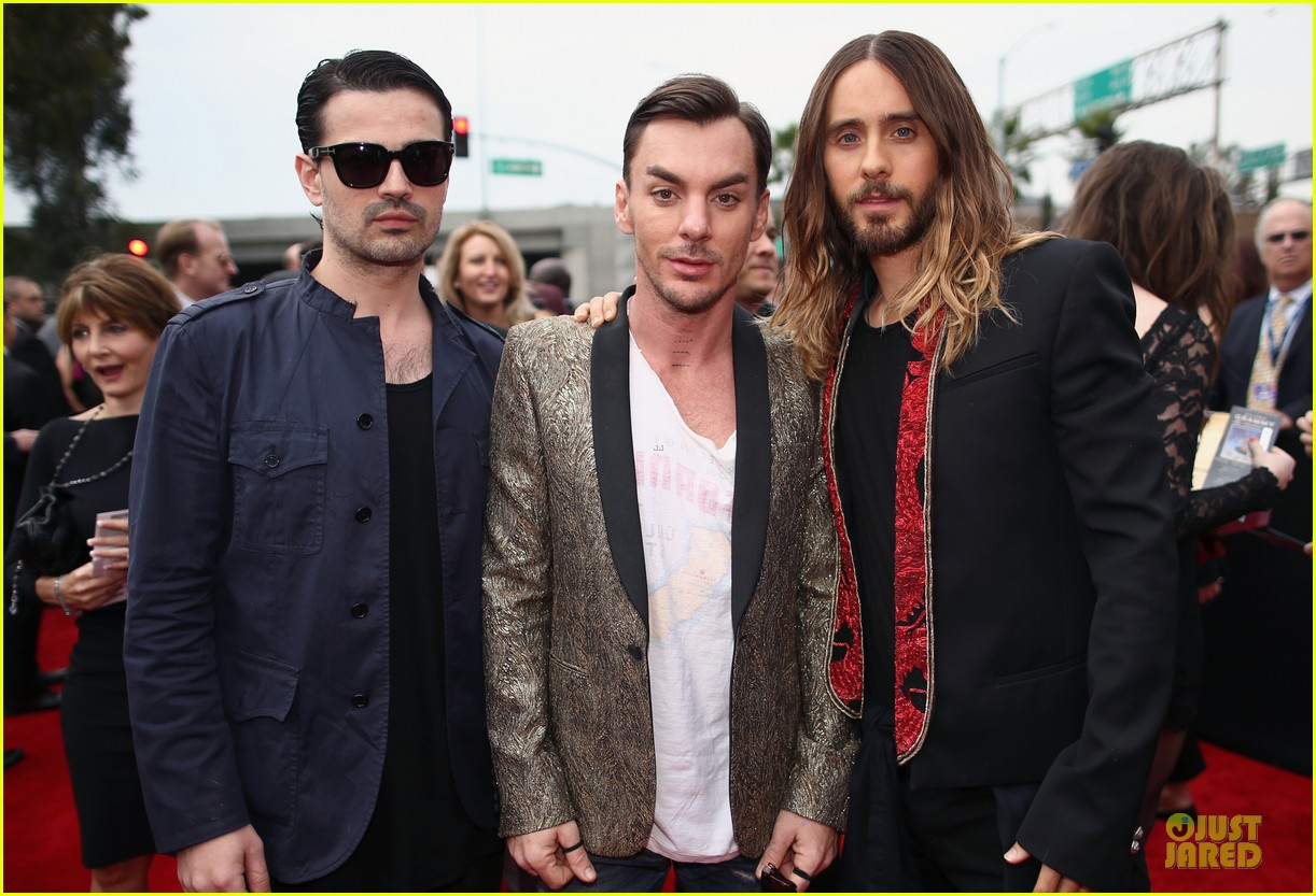 jared leto 30 seconds to mars grammys 2014 red carpet 02