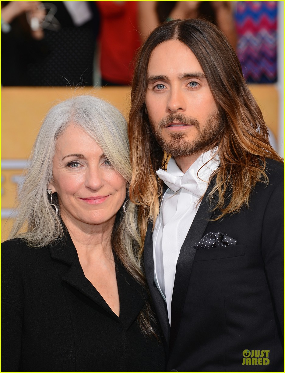 jared leto sag awards 2014 red carpet with mom constance 063034635