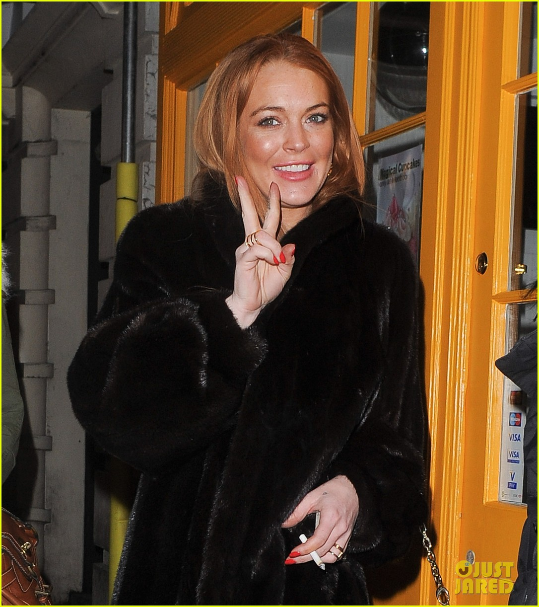 lindsay lohan enjoys the night life in london 02