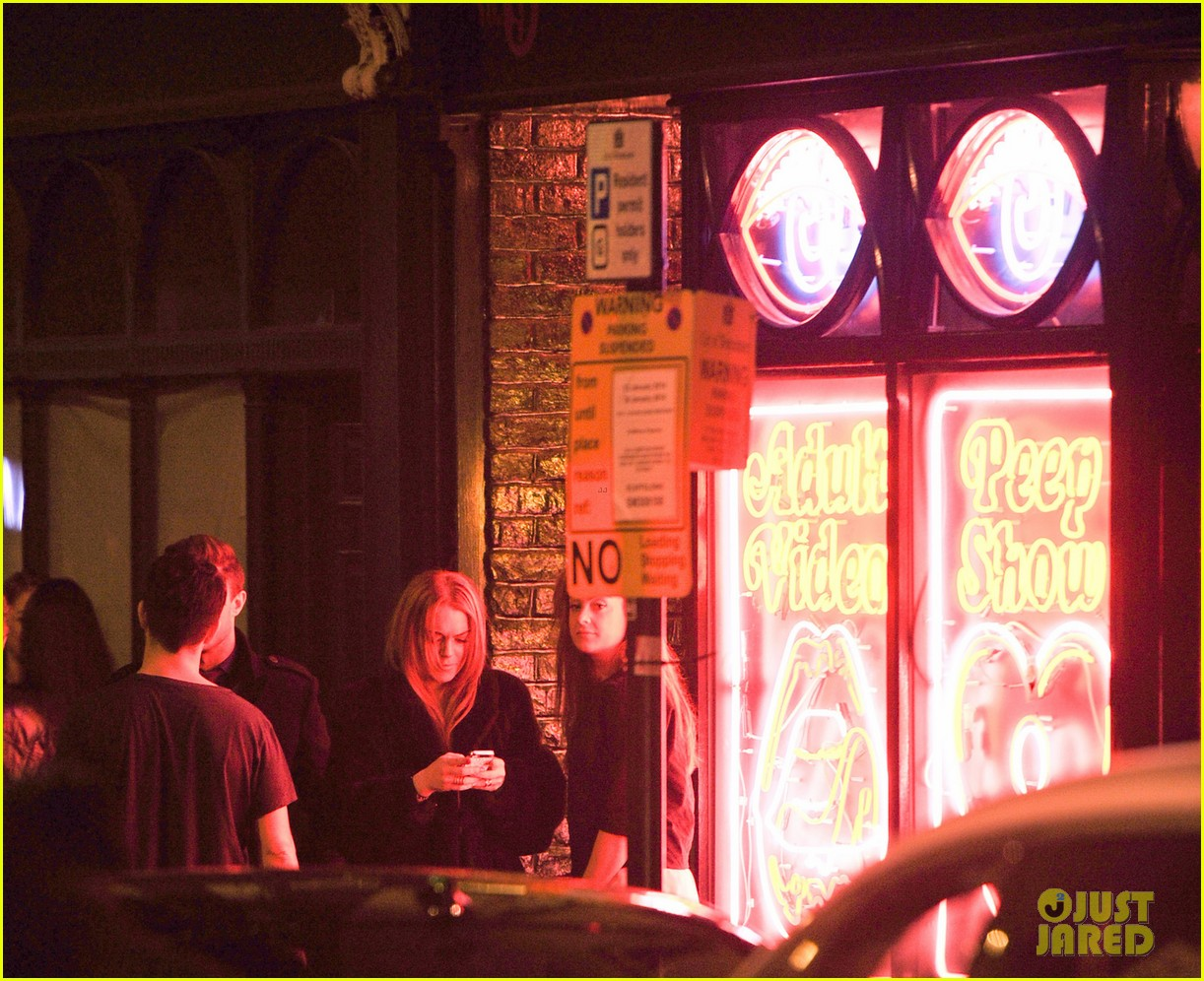 lindsay lohan enjoys the night life in london 05