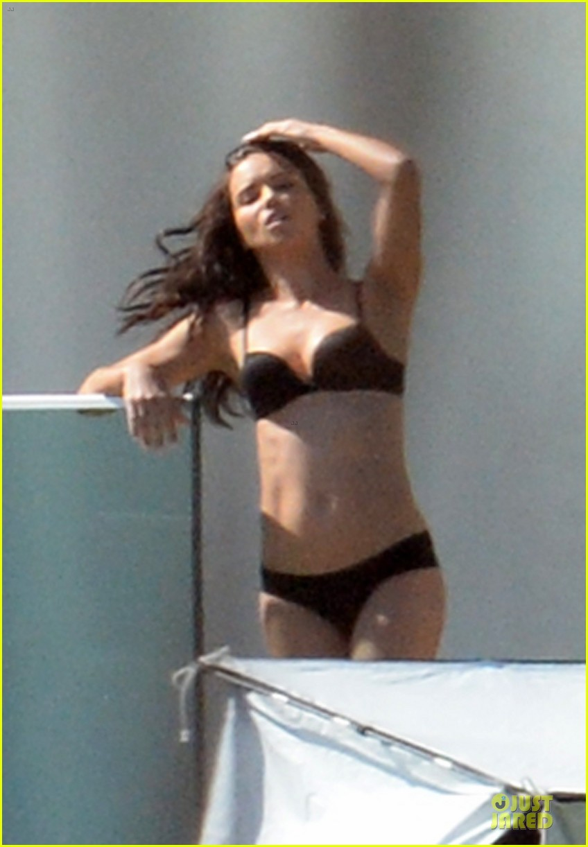 adriana lima rocks black bikini for victorias secret shoot 023034477