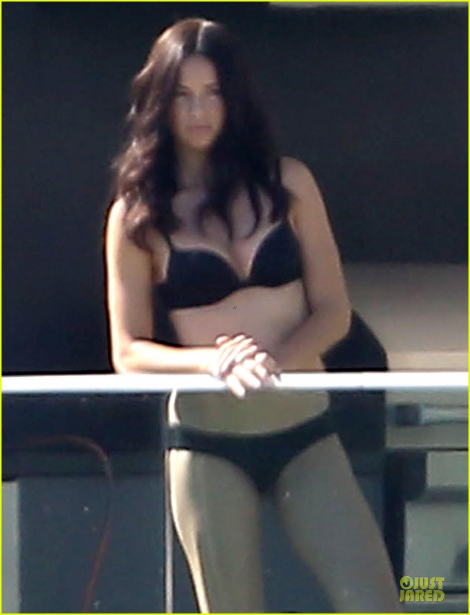 adriana lima rocks black bikini for victorias secret shoot 233034498