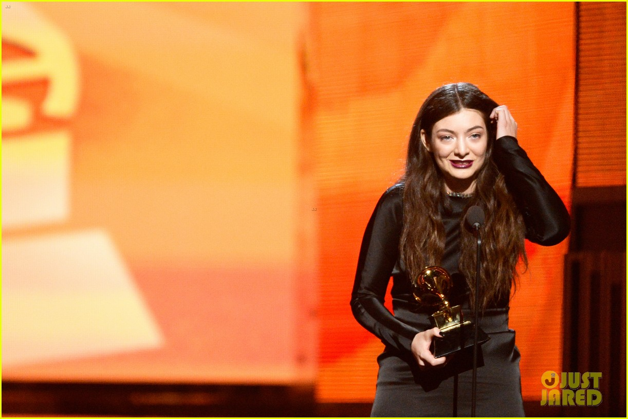 lorde meets up with taylor swift after her grammys 2014 win 073041453