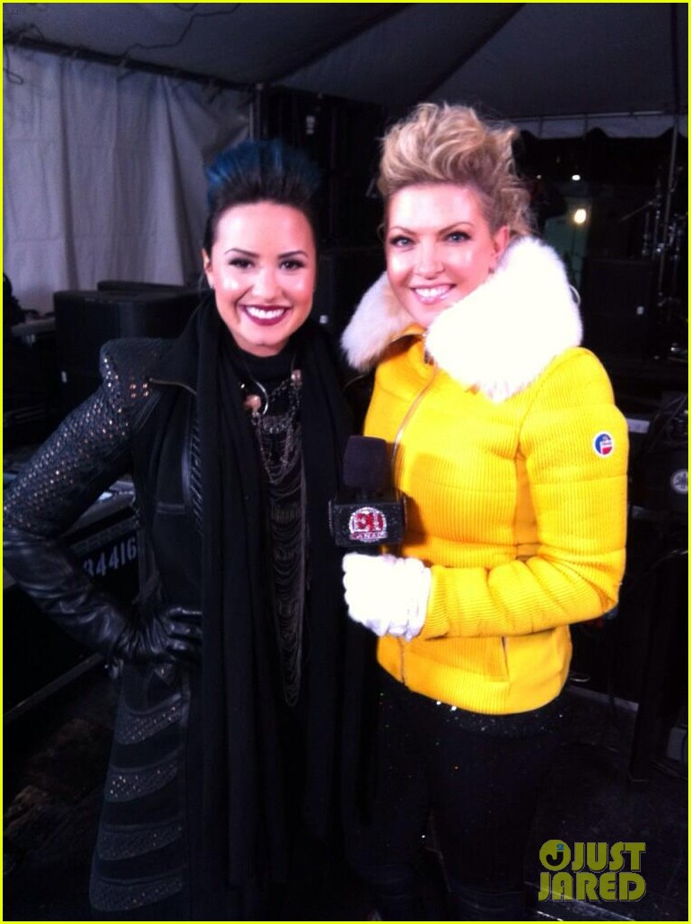 demi lovato performs for et canada on new years eve 2014 02