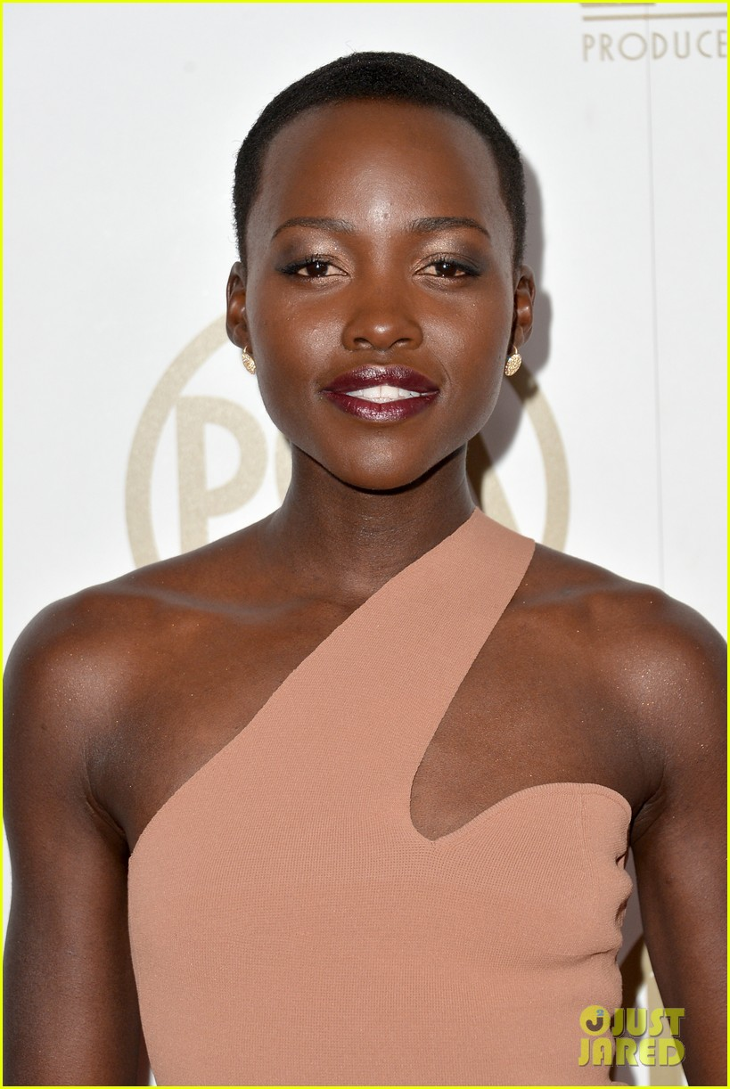 lupita nyongo producers guild awards 2014 red carpet 01