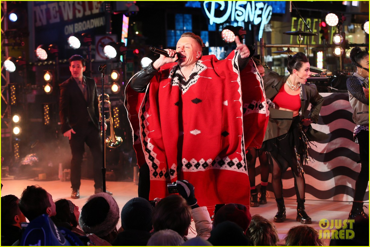 macklemore ryan lewis new years eve 2014 performance watch 02