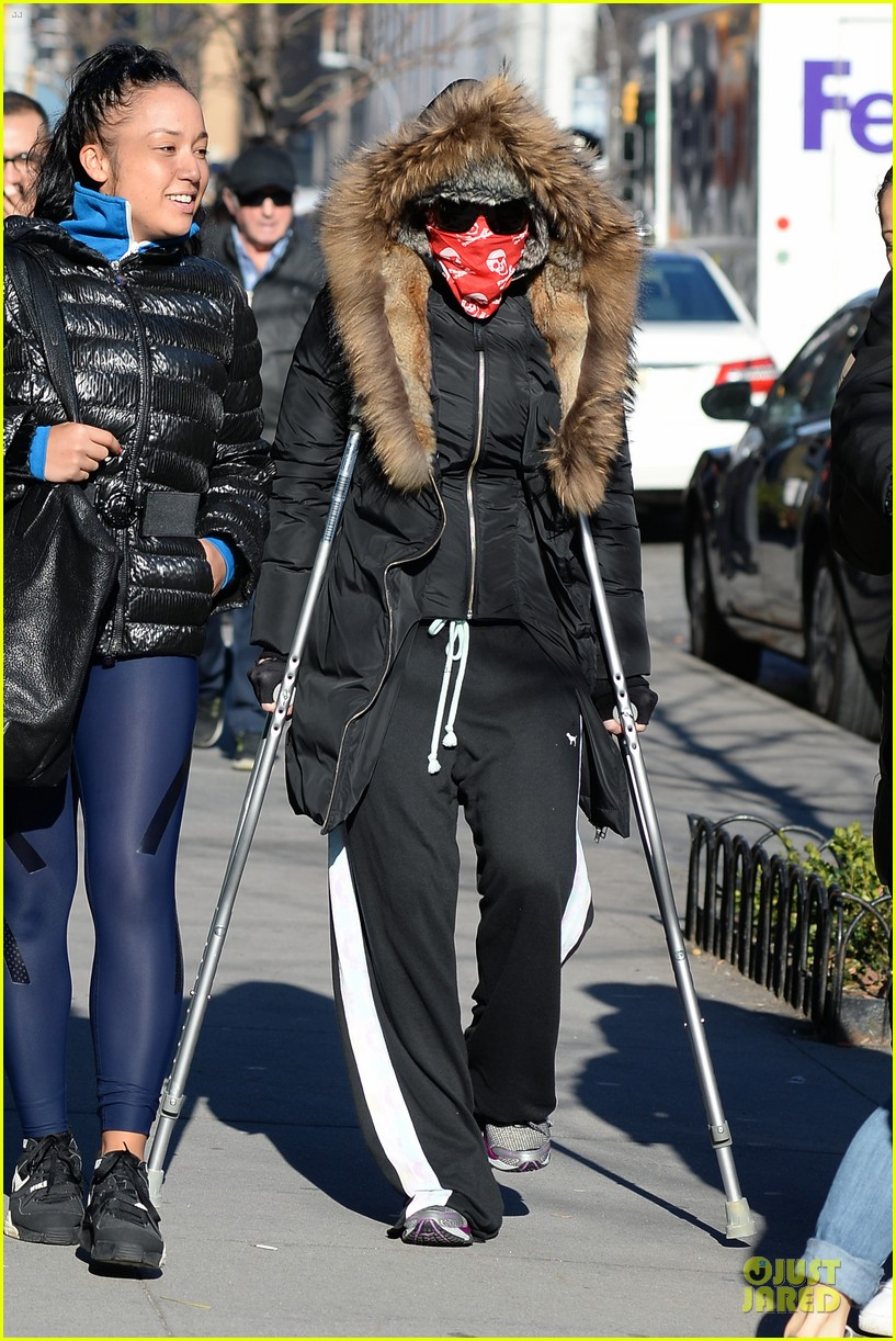 madonna steps out in crutches after grammy performing rumors 103033951
