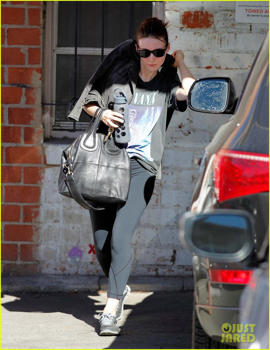 rooney mara wears nirvana for dance class 01