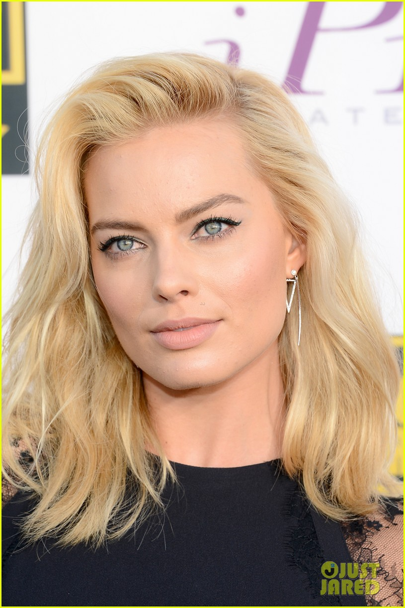 margot robbie critics choice movie awards red carpet 2014 02