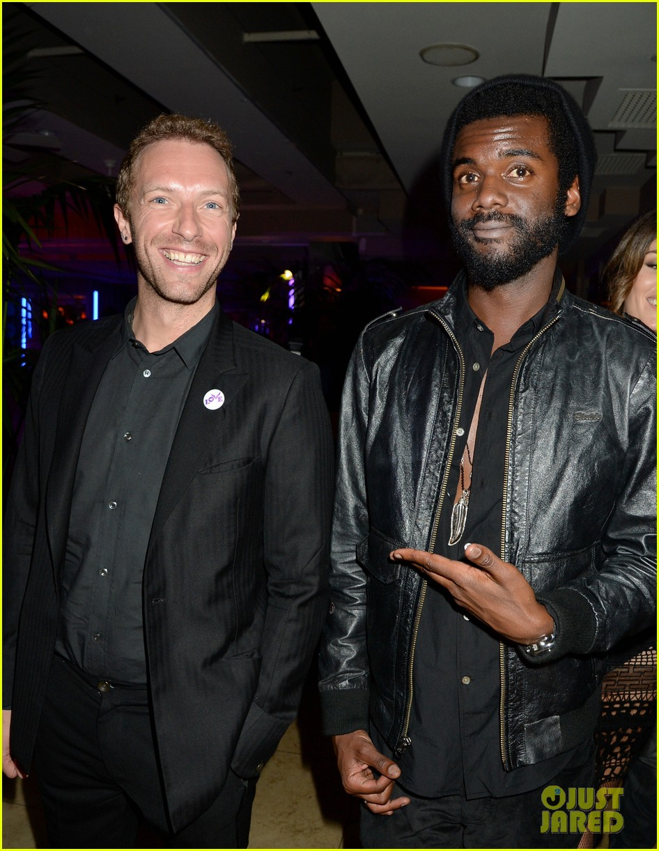 chris martin grammys 2014 after party with gary clark jr 01
