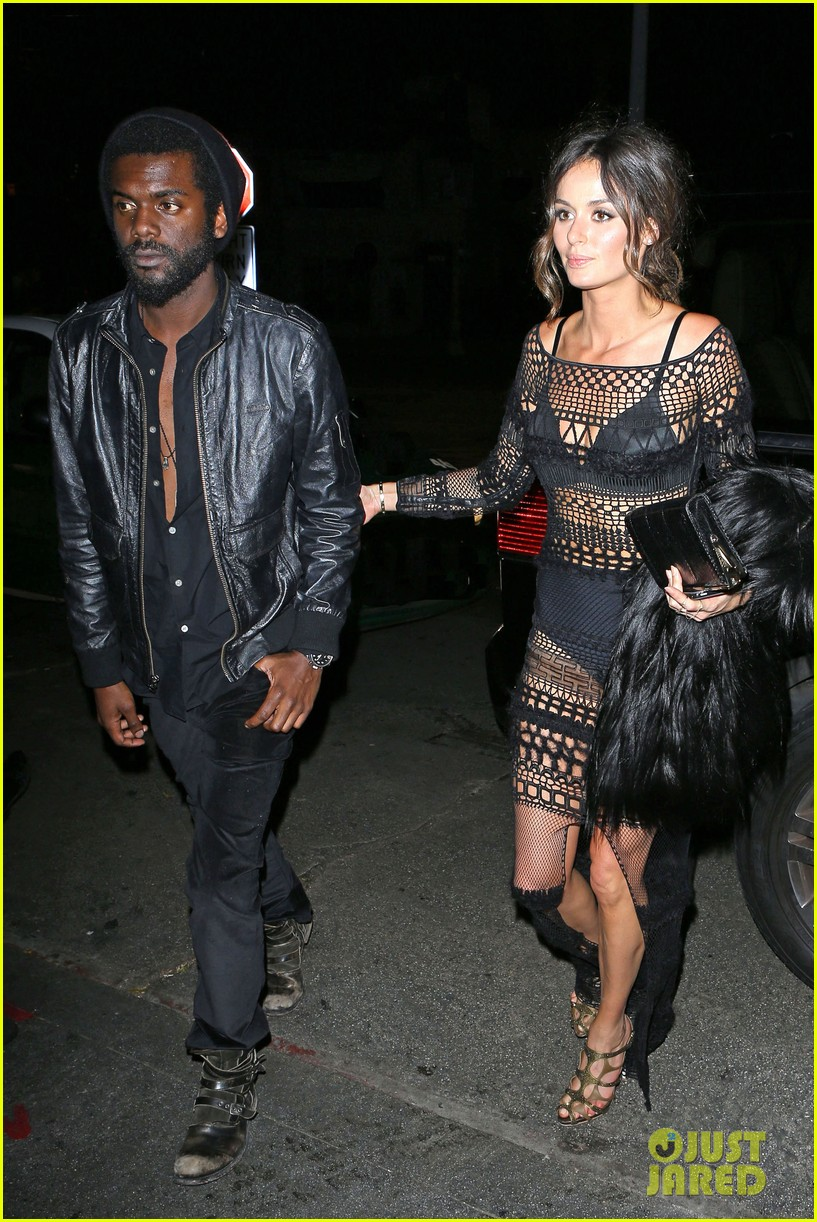 chris martin grammys 2014 after party with gary clark jr 05