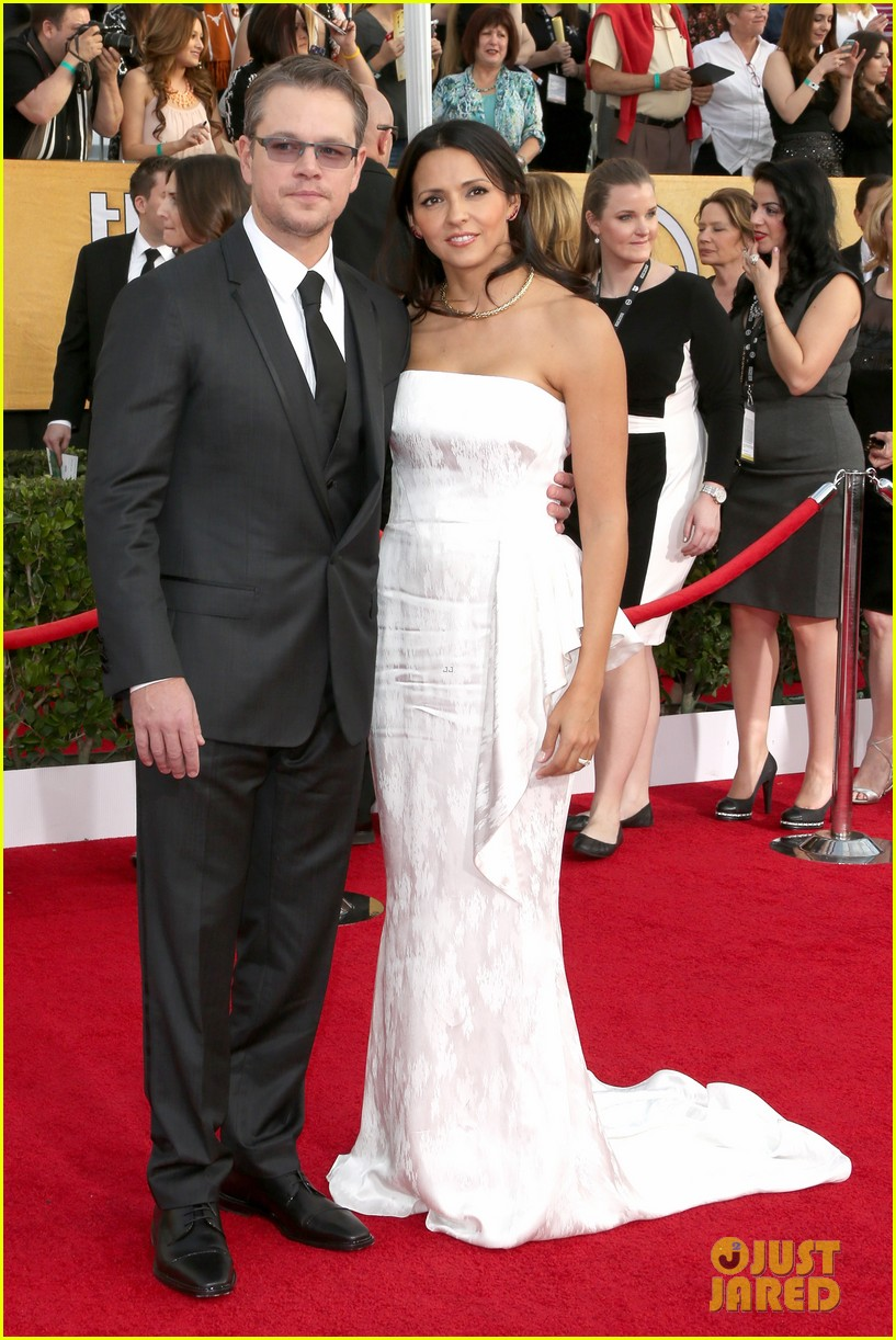 matt damon sag awards 2014 red carpet 03