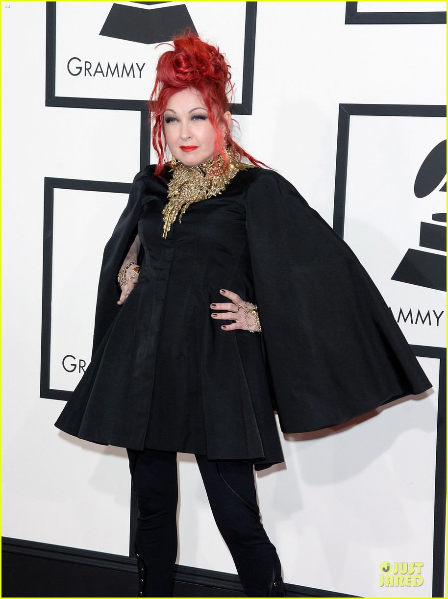 martina mcbride cyndi lauper grammys 2014 red carpet 07