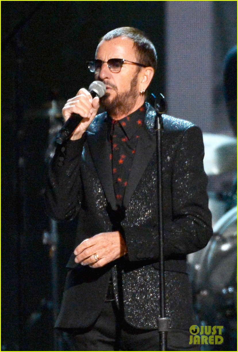 paul mccartney ringo starr reunite at grammys 2014 video 11