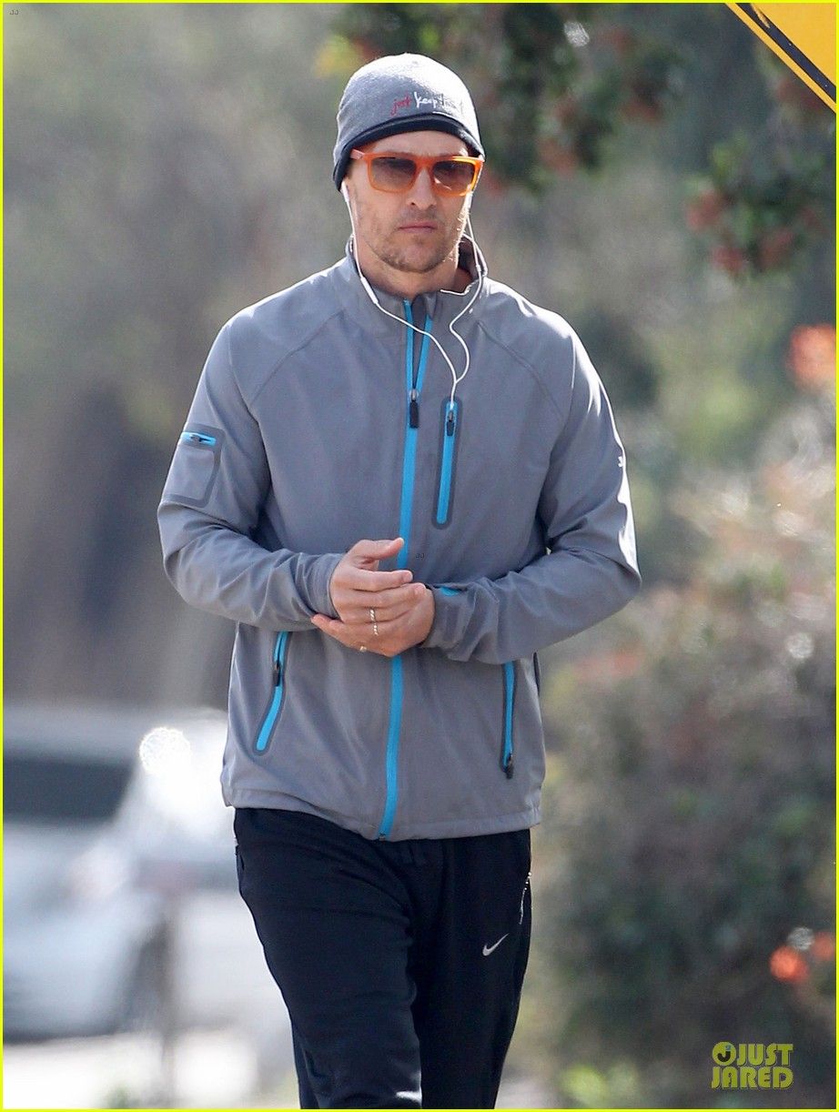 matthew mcconaughey jogs on vida 4th birthday 023022361