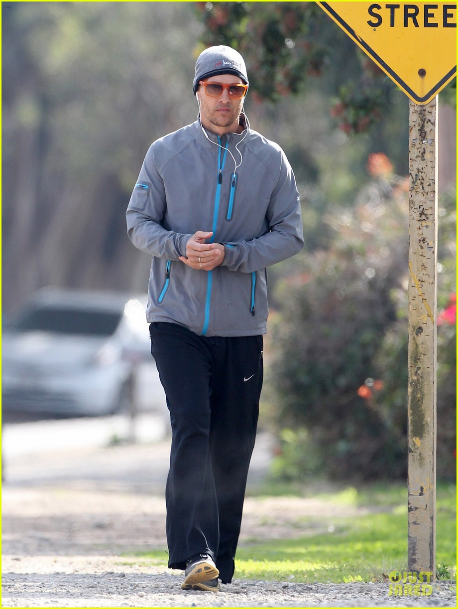 matthew mcconaughey jogs on vida 4th birthday 16