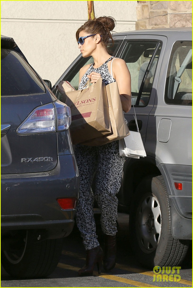 eva mendes buys cartfull of groceries at gelsons 013023443