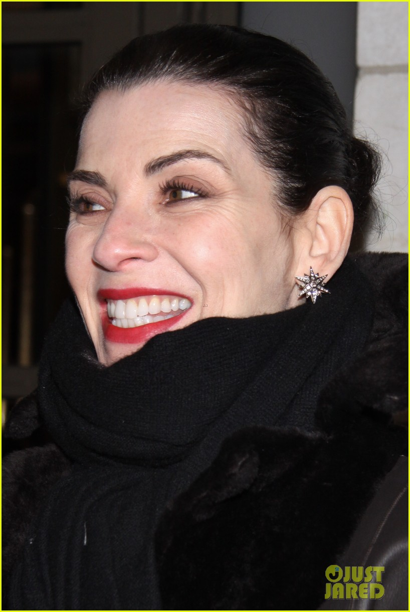 julianna margulies supports debra messings opening night 17