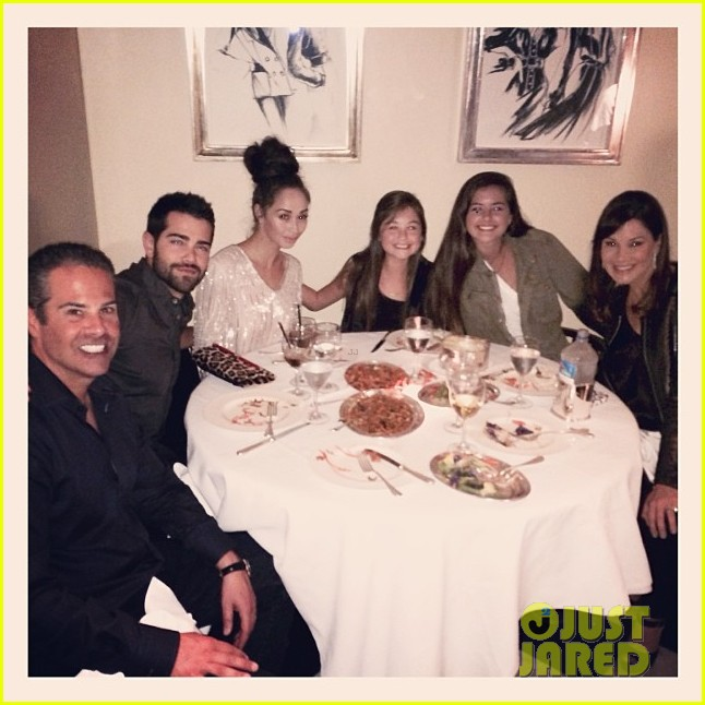 jesse metcalfe cara santana mr chows dinner with the maguires 03