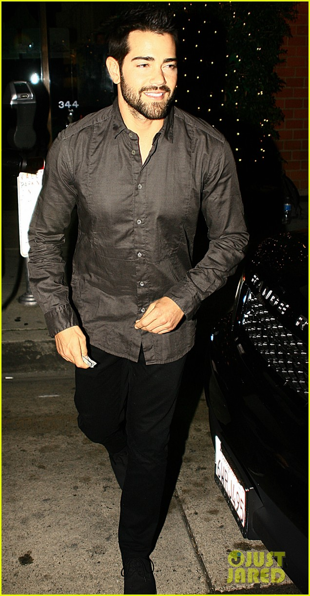 jesse metcalfe cara santana mr chows dinner with the maguires 05