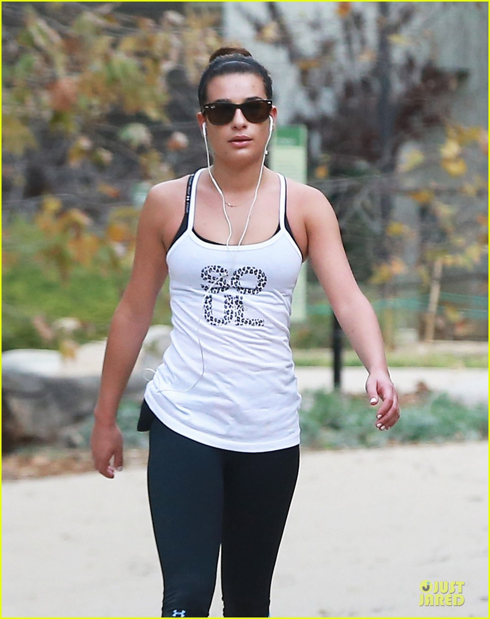 lea michele jogs before glee rehearsal with gwyneth paltrow 10
