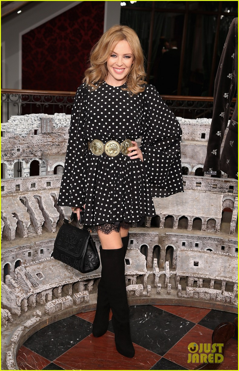 kylie minogue thom evans dolce gabbana london collections 053023547