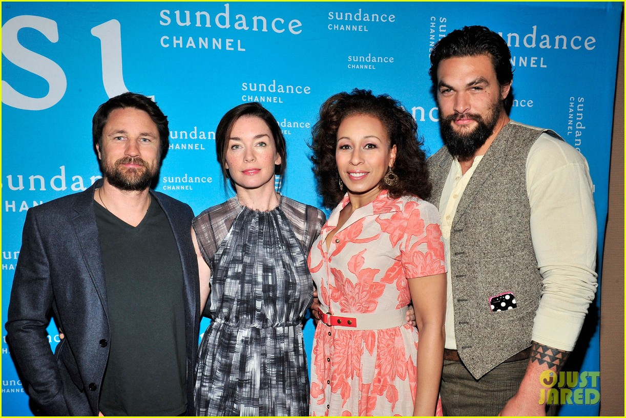 jason momoa photobombs red road cast at tca panel 203028325