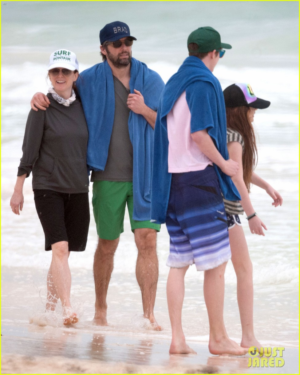 julianne moore family beach day in mexico 033023825