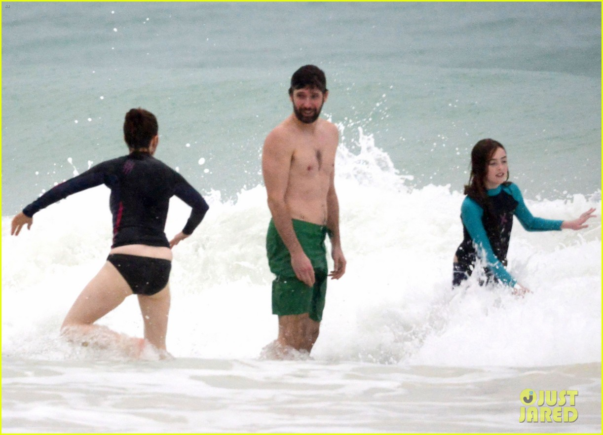 julianne moore family beach day in mexico 093023831