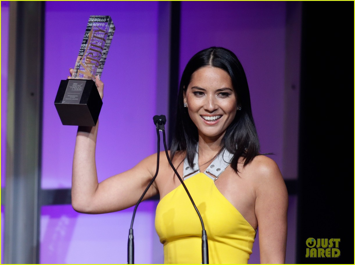 olivia munn presented variety award by aaron sorkin 153026769