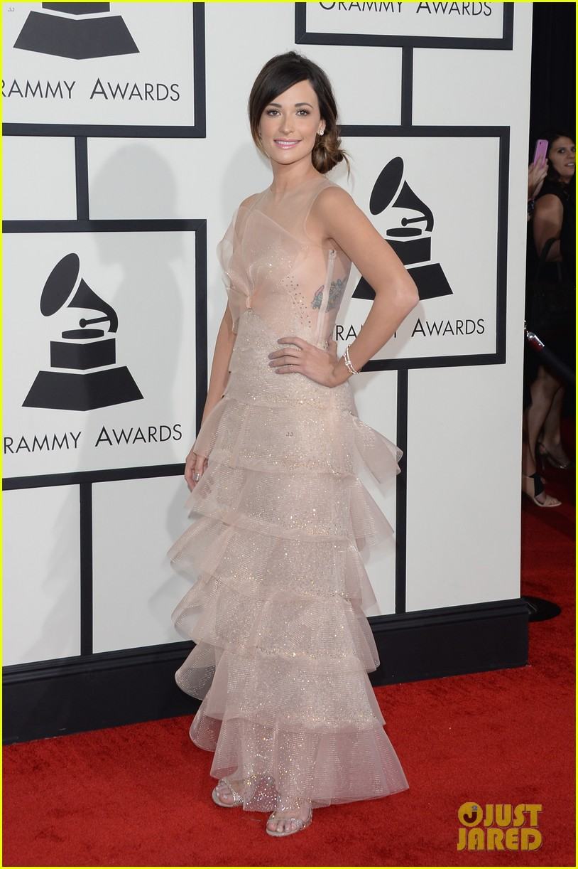 kacey musgraves grammys 2014 red carpet after winning 01