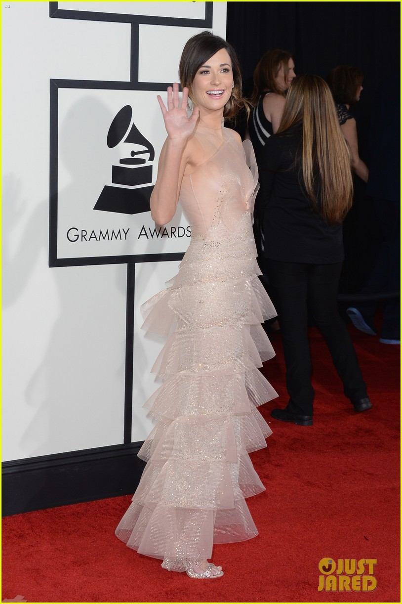 kacey musgraves grammys 2014 red carpet after winning 033041037
