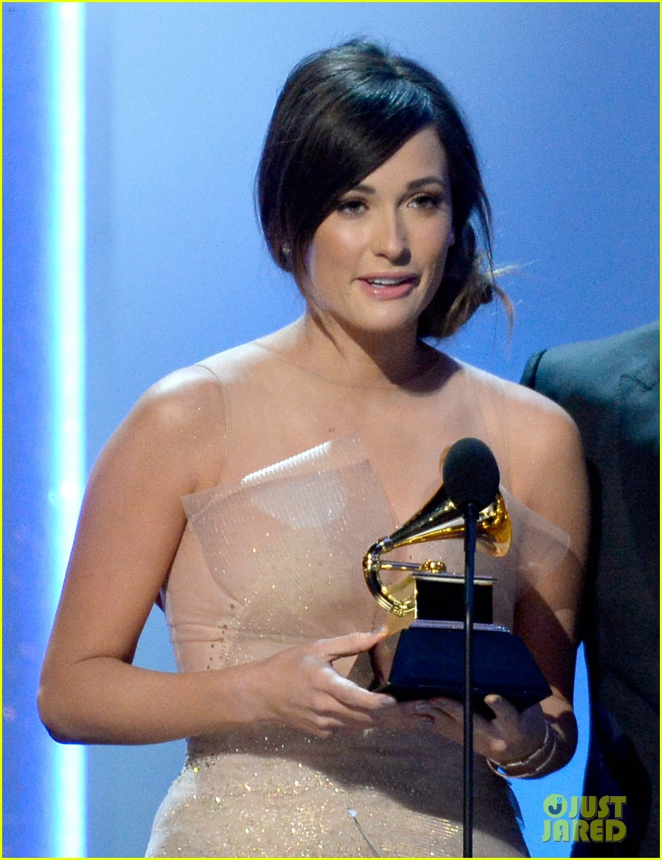 kacey musgraves grammys 2014 red carpet after winning 043041038