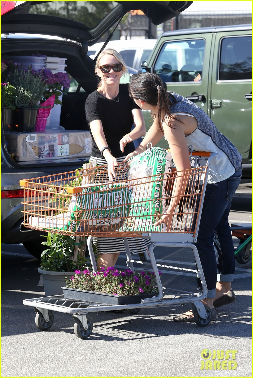 naomi watts landscaping lady in culver city 05