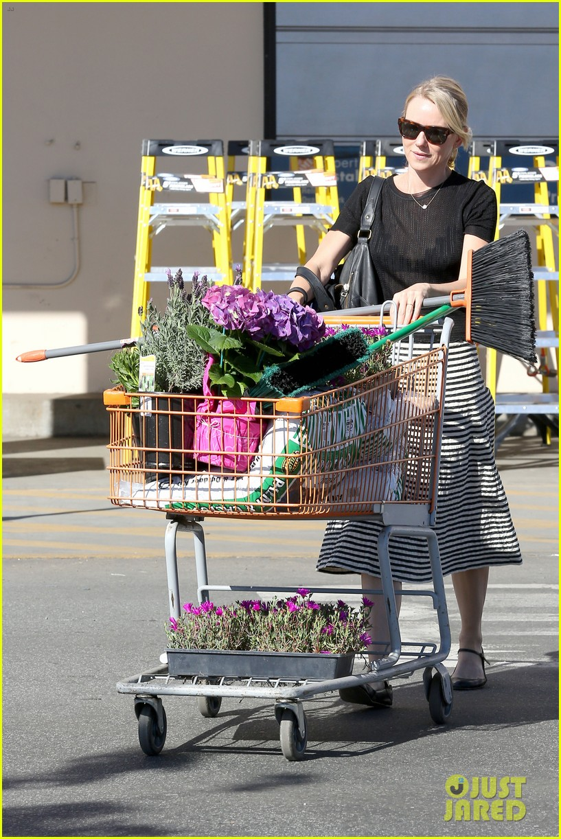 naomi watts landscaping lady in culver city 12