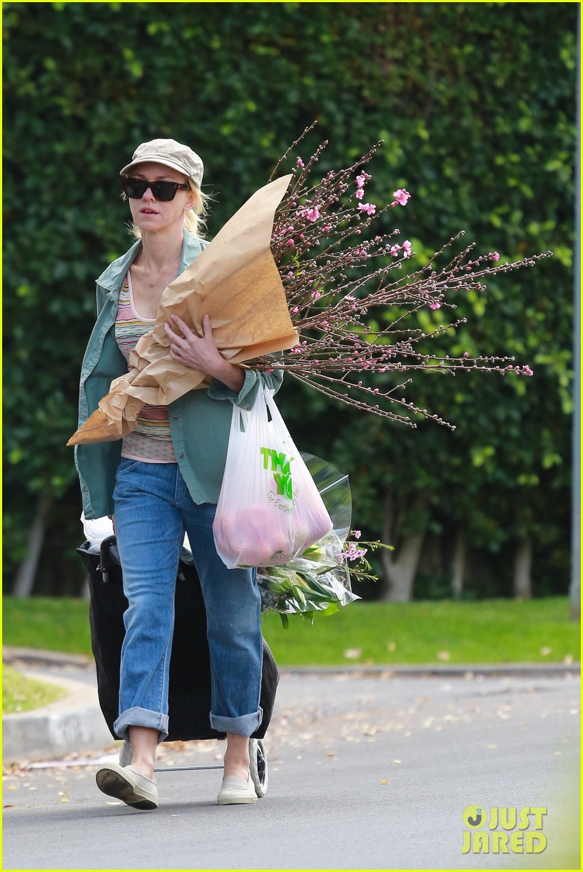 naomi watts landscaping lady in culver city 283035636