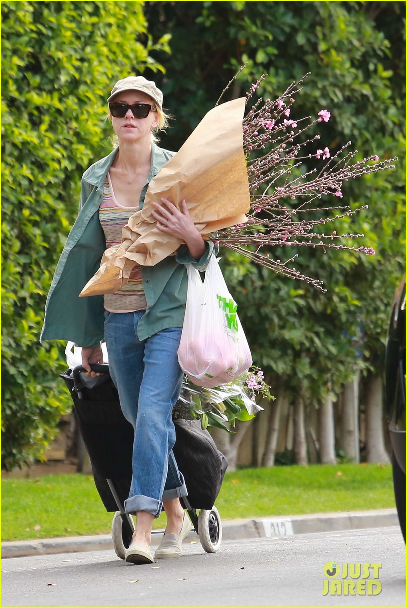 naomi watts landscaping lady in culver city 33