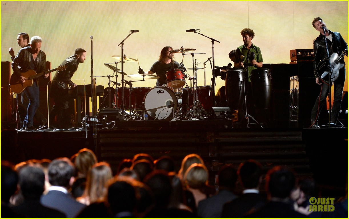 nine inch nails queens of stone age perform at grammys 2014 video 15