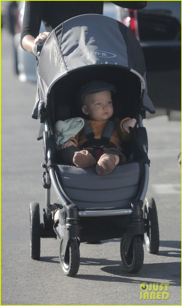 edward norton debuts new baby boy for family farmers market trip 02