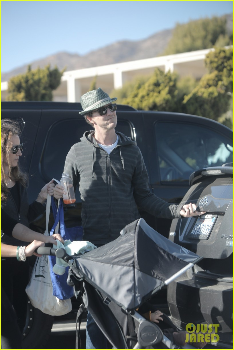 edward norton debuts new baby boy for family farmers market trip 08